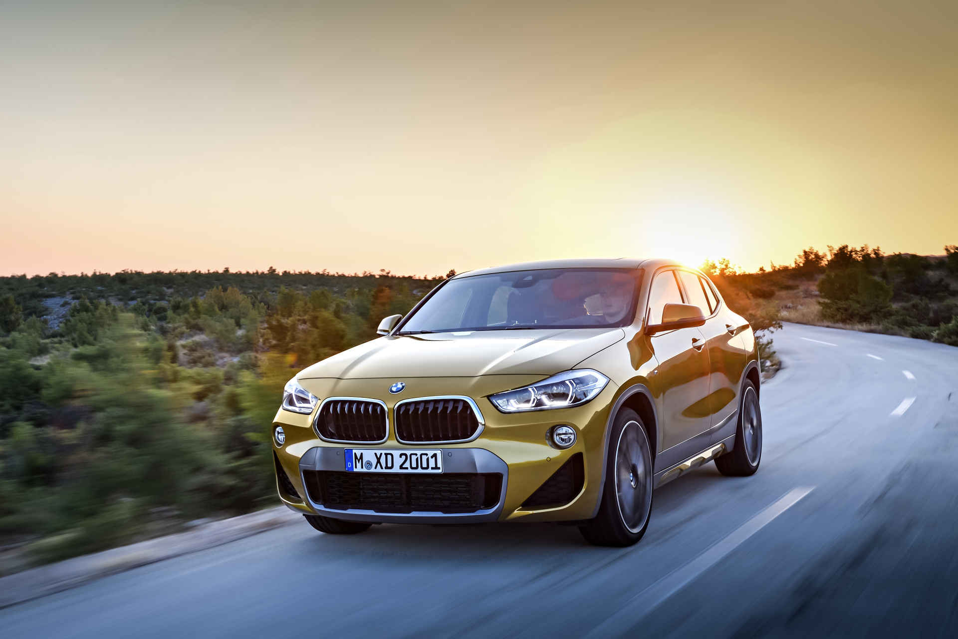 Emblém BMW na C sloupku