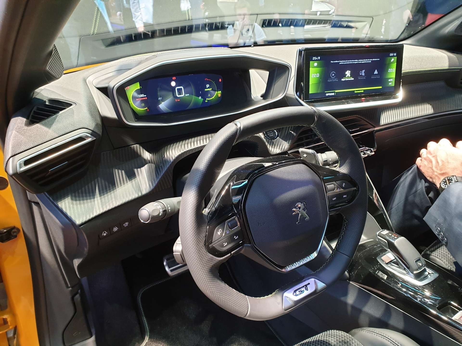 interier-peugeotu-208-3d-i-cockpit-rozhovor