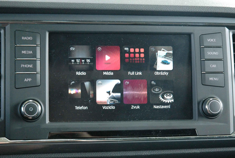 Infotainment je standardně dobrý v kvalitě VW, za Carplay a Android Auto ale připlaťte