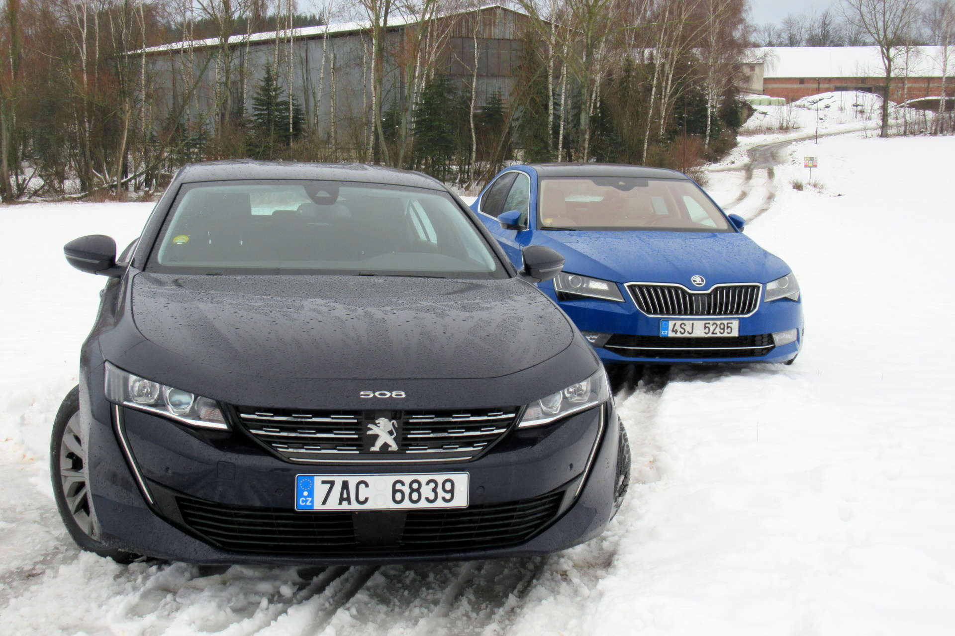 skoda-superb-tdi-vs-peugeot-508-bluehdi-srovnani