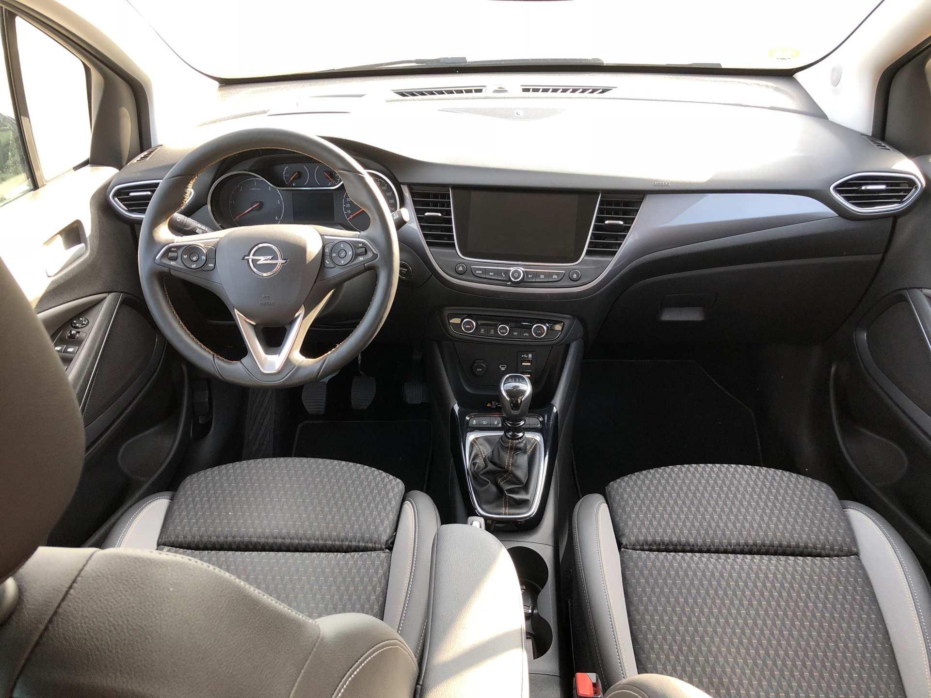 Opel Crossland X interiér