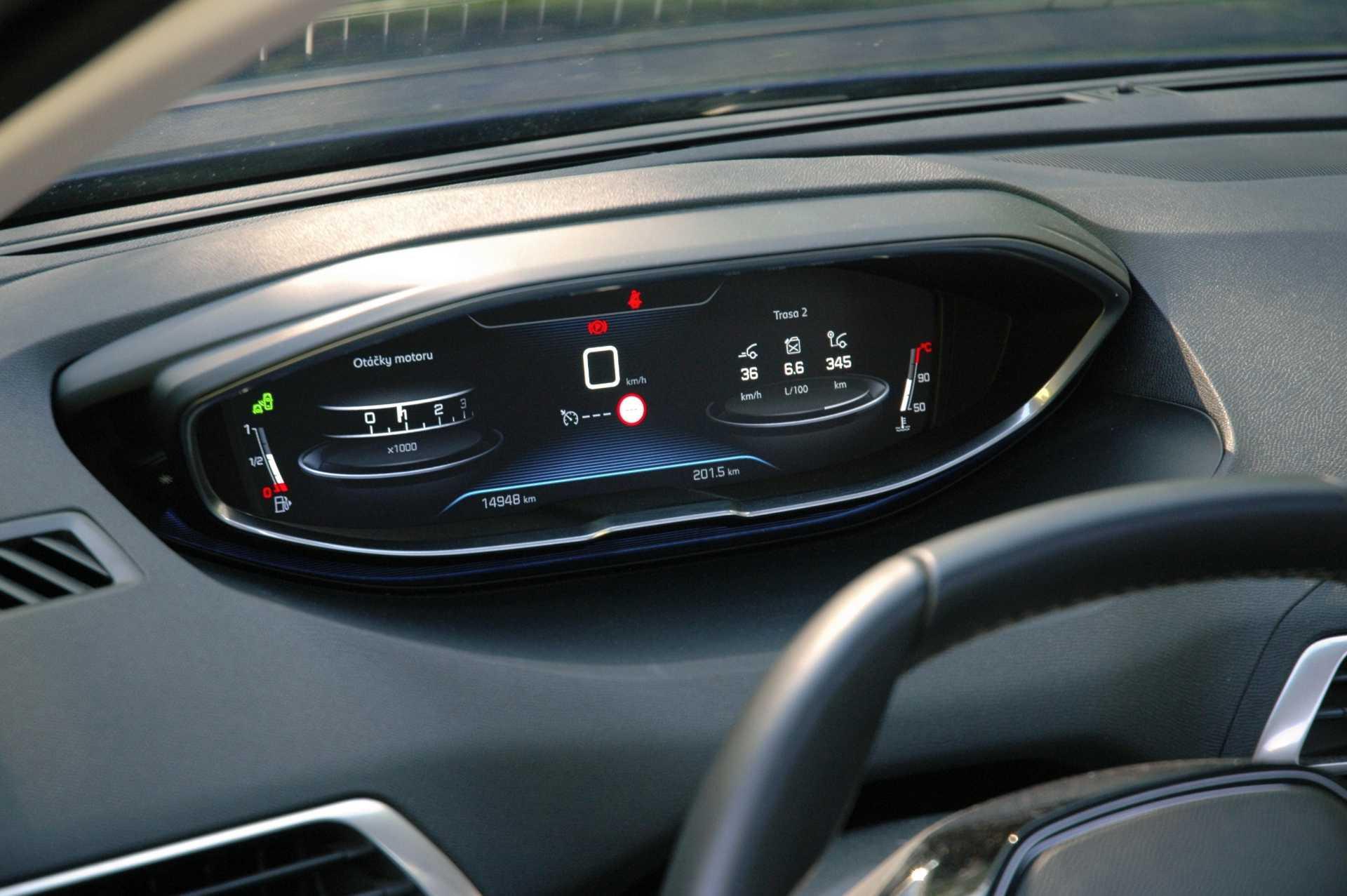 Digitální budíky, virtuální kokpit po francouzsku i-cockpit je v Peugeotu velmi originálně řešen